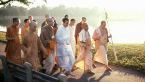 Srila-Prabhupada-on-Morning-Walk-with-Devotees-By-Lake-620x350