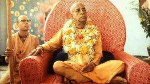 Srila-Prabhupada-sitting-on-Vyassasana-3-620x350