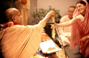 f6c91-srila-prabhupada-giving-initiation